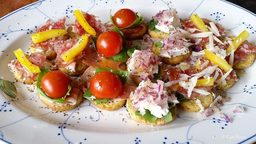 Crosstini med spännande topping med Italienska smaker passar en vattuman utmärkt