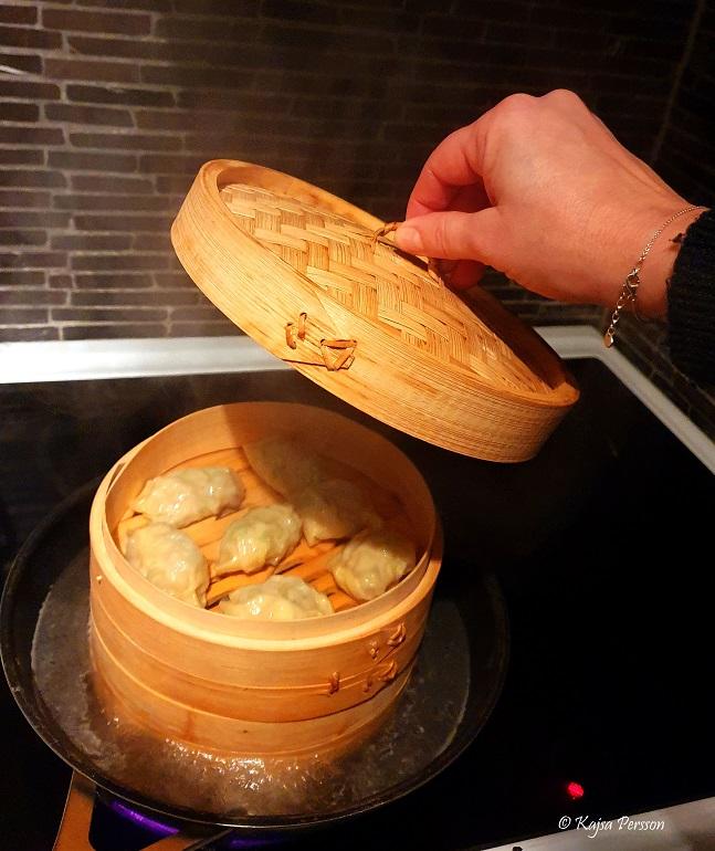 Dumplings i bambu ångkoken till stjärntecknet skytten