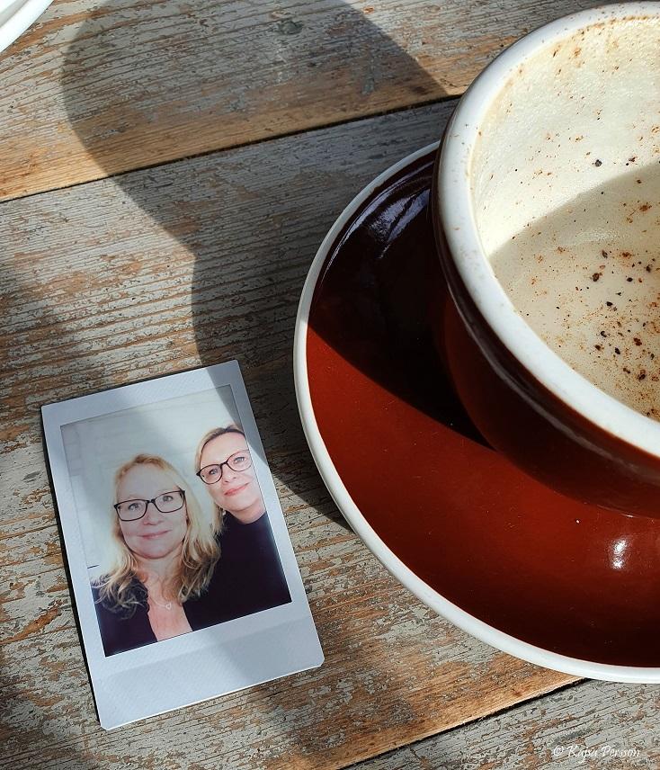 Ett foto och en kopp