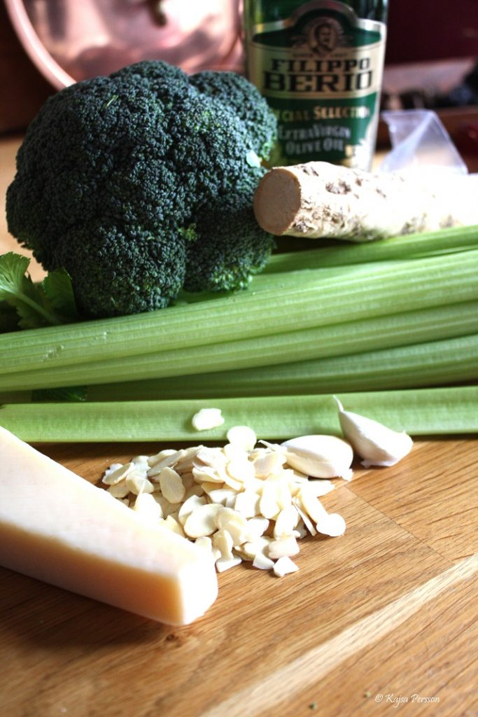 Ingredienser till broccoli och mandelpest vi bjuder jungfrun på