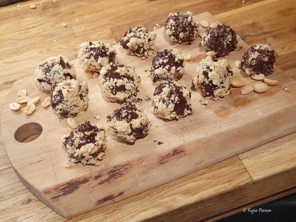 snickersbollar på en planka
