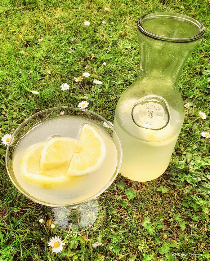 Citron lemonad som solsken i ett glas