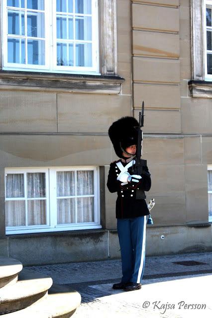 Vakt vid slottet Amalienborg i Köpenhamn