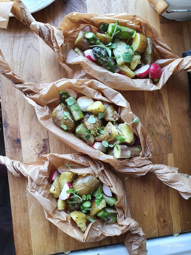 Potatisknyte med potatis, sparris, rädisor och brynt smör