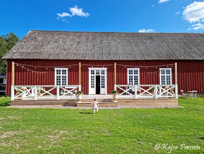 Stor altan eller dansbana på Mossdala gård alldeles intill dess festlokal