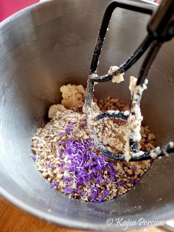 Lavendelblommor i degen