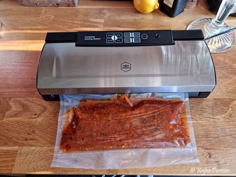 Tomatsås och en vacuum maskin