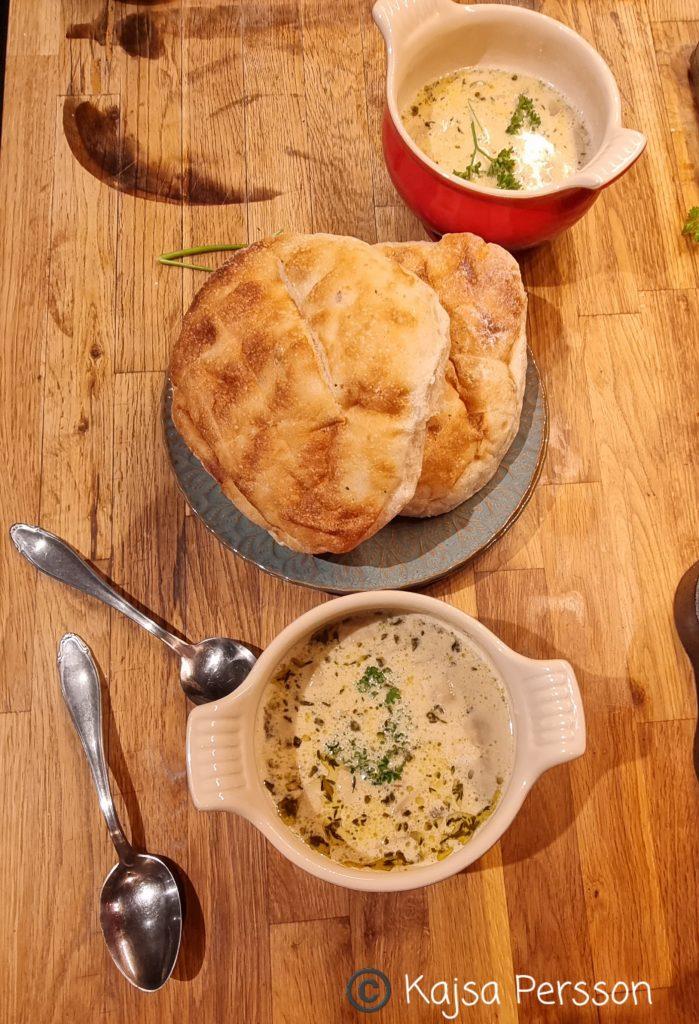 Svampsoppa och en bit bröd