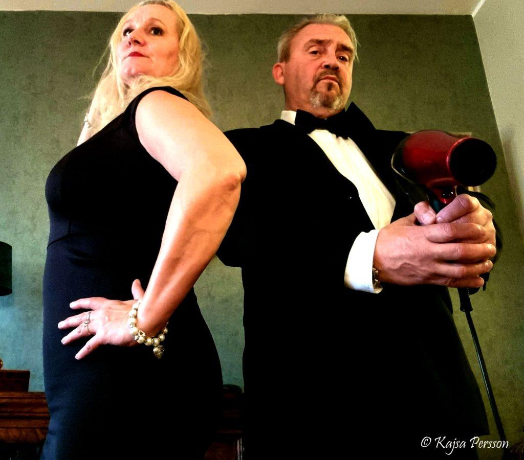 Jag och sambon spexar inför kvällens Bond premiär