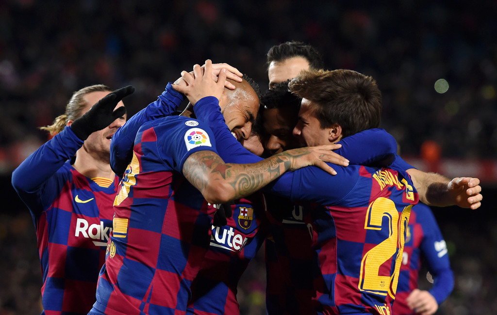 Barcelona's team celebrating the lone goal against Granada in La Liga's matchday 20. // ALEX CAPARROS/GETTY IMAGES EUROPE