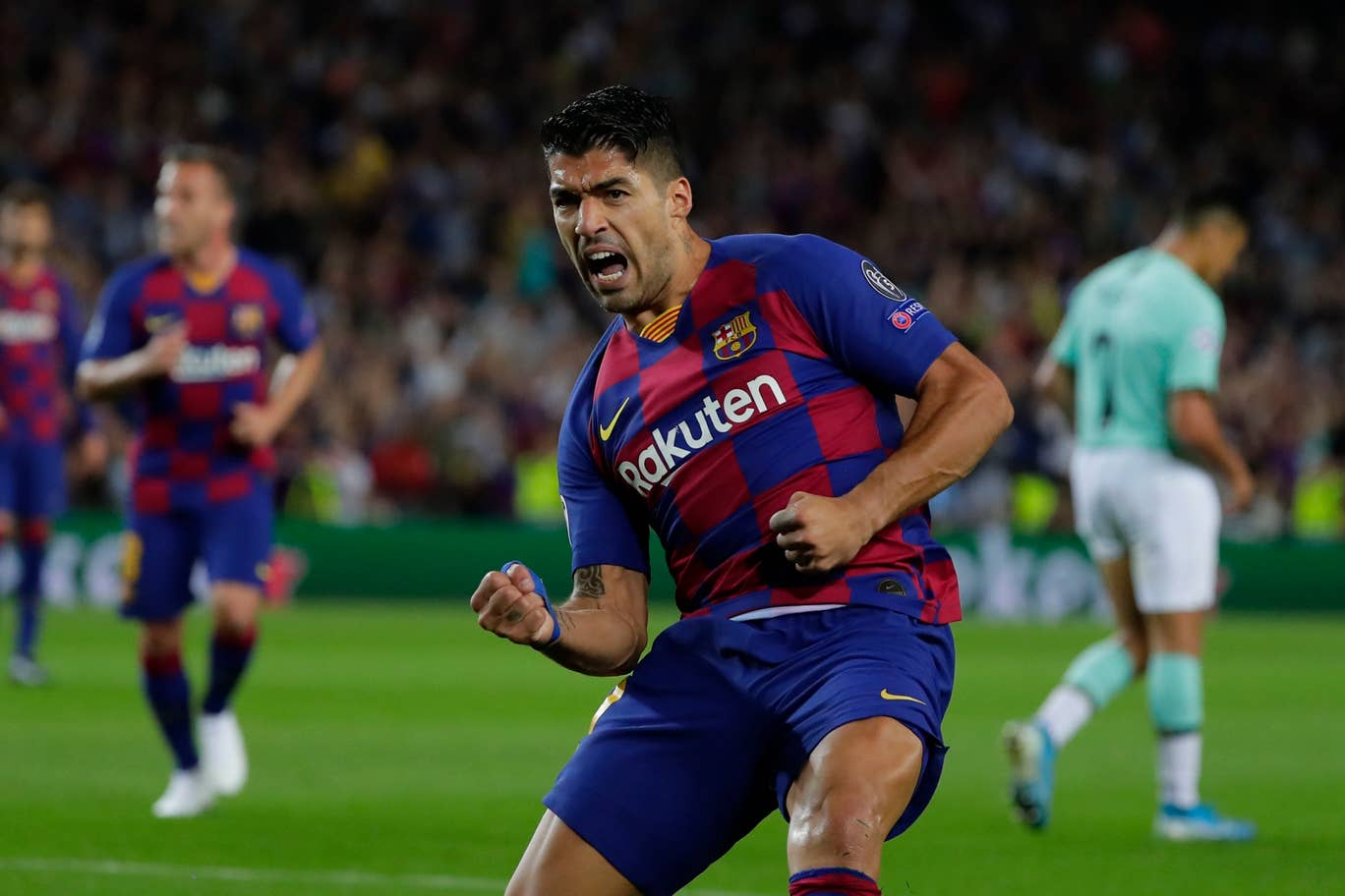 Luis Suárez celebrating a goal against Inter Milan. / GETTY IMAGES