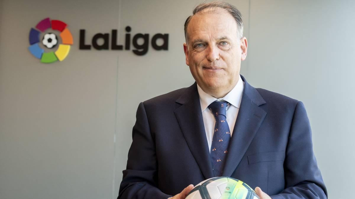 Javier Tebas, in front of the LaLiga logo / RAFA APARICIO/AS