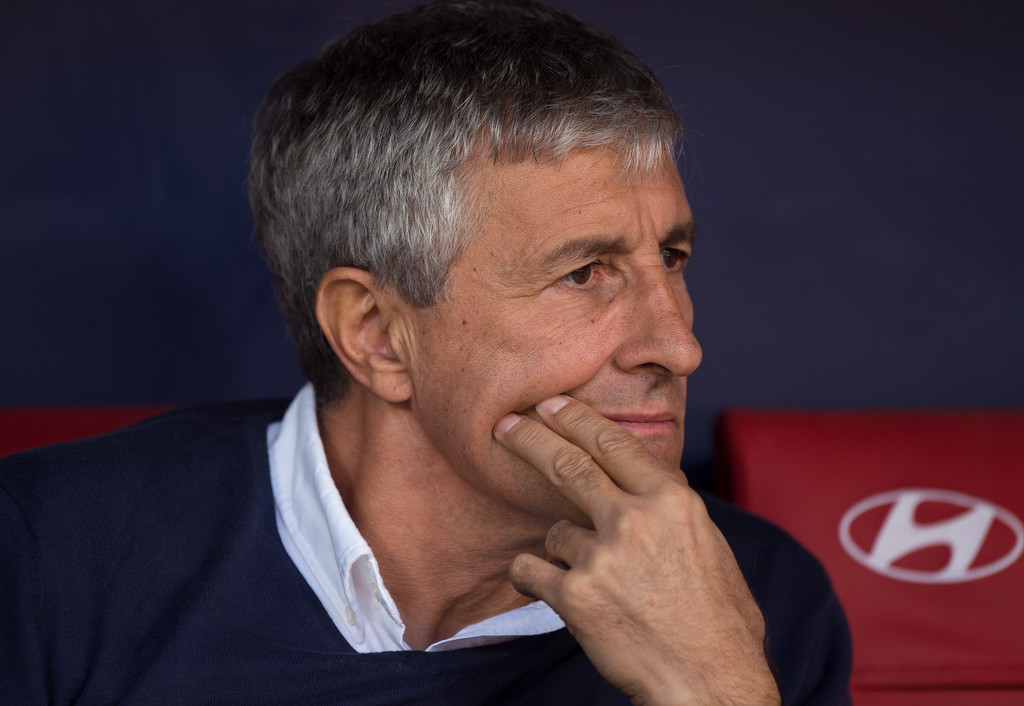 Quique Setién, Barcelona's newly appointed manager, on the bench for his now former club, Real Betis / DENIS DOYLE/GETTY IMAGES EUROPE
