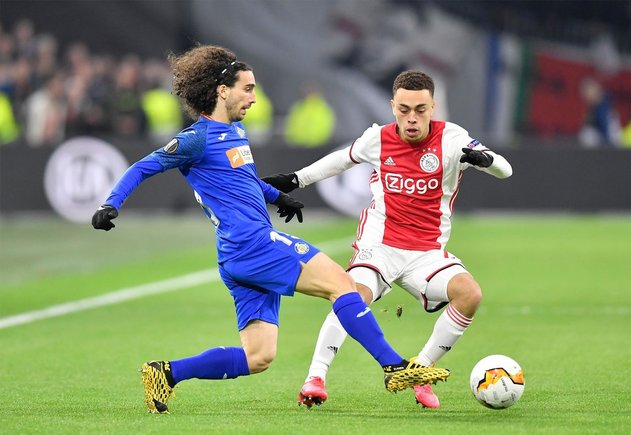 Ajax' Sergiño Dest (R), in a duel with Getafe's Marc Cucurella (L) / EFE