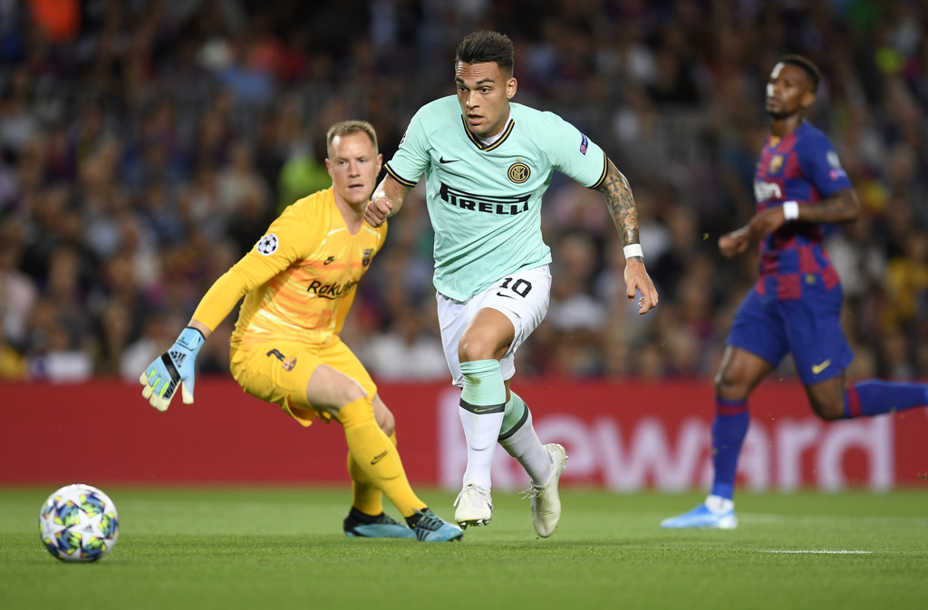 Lautaro Martínez, against FC Barcelona, in the UEFA Champions League / ALEX CAPARROS/GETTY IMAGES EUROPE