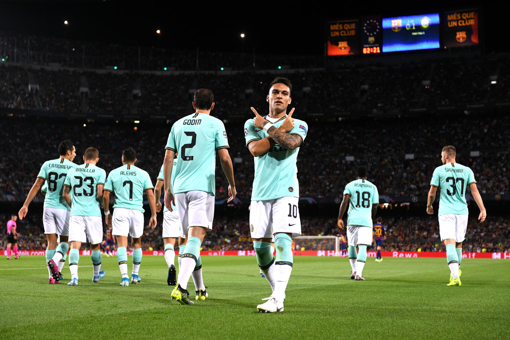 Lautaro Martínez celebrating his opening goal against Barcelona at the Camp Nou / GETTY IMAGES EUROPE