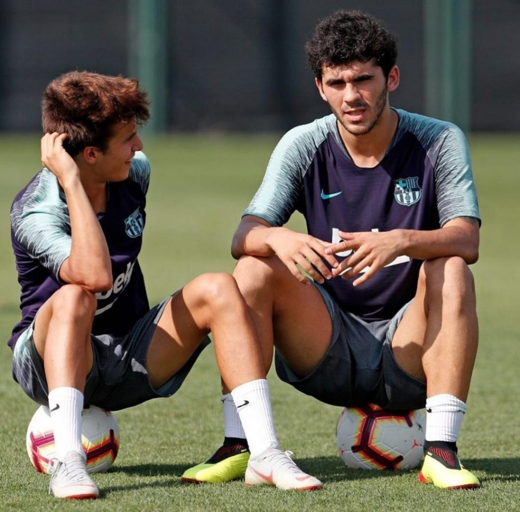 Riqui Puig and Carles Aleñá during training with Barça's first team / MIGUEL RUÍZ FCB