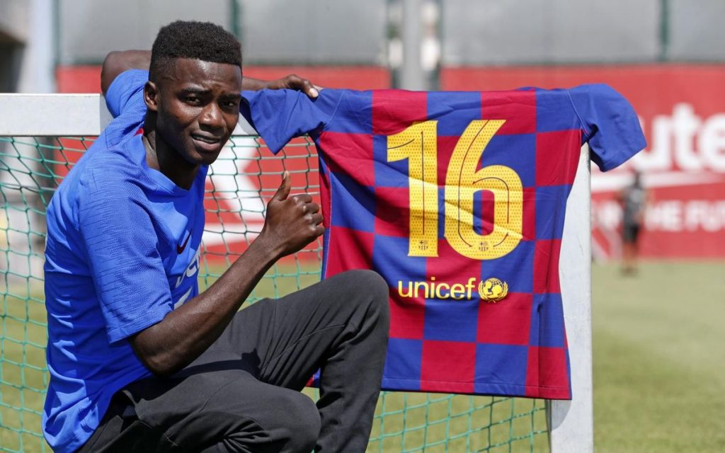 Moussa Wagué, who was promoted to Barcelona's first team, could move on from Catalonia once again / FC BARCELONA