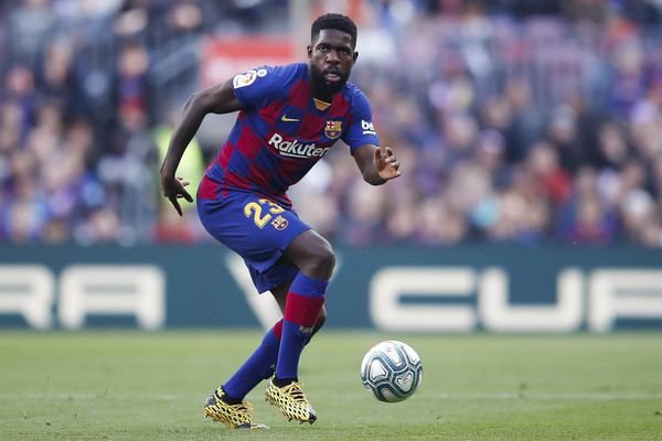 Samuel Umtiti controls the ball during the match between FC Barcelona and Getafe CF at Camp Nou on February 15, 2020, in Barcelona, Spain / GETTY IMAGES EUROPE)