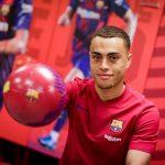 Sergiño Dest in his official presentation / Barça TV+