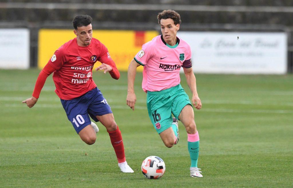 Jandro Orellana durante el partido en el Estadio Municipal de Olot. / FCBARCELONA