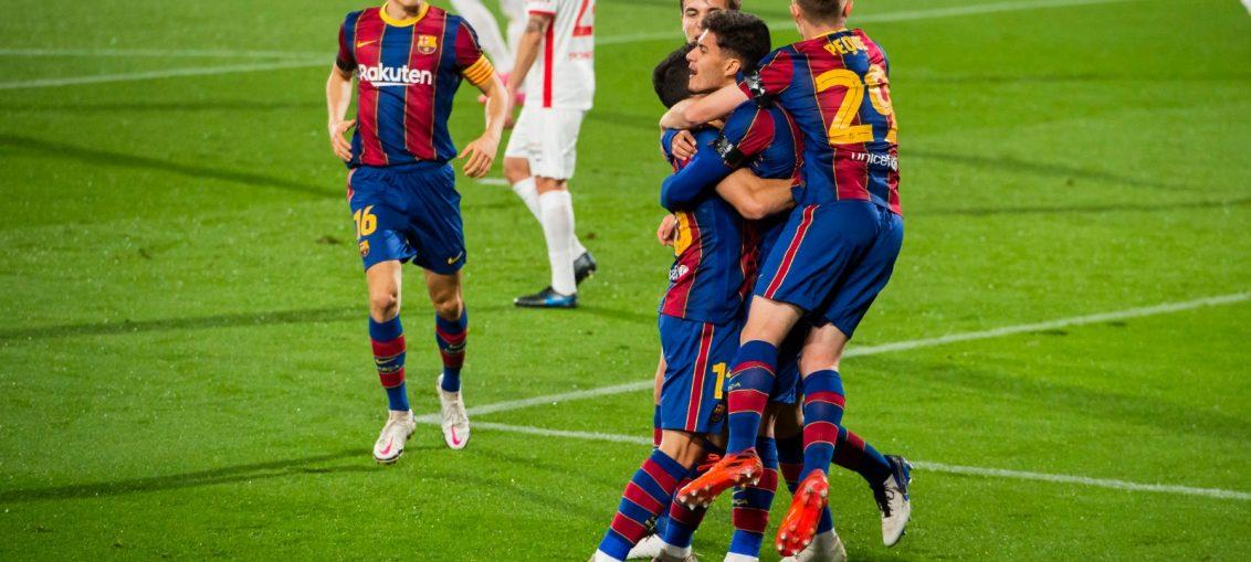 El equipo festejando el segundo gol del partido, primero de Konrad. / FCBARCELONA