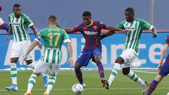 Ansu Fati in action against Betis in November 2020 / Reuters