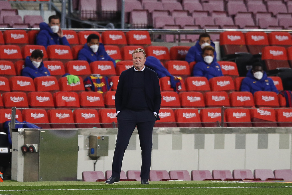Ronald Koeman on the sidelines of Camp Nou in the match against Getafe CF / Eric Alonso / GETTY IMAGES EUROPE