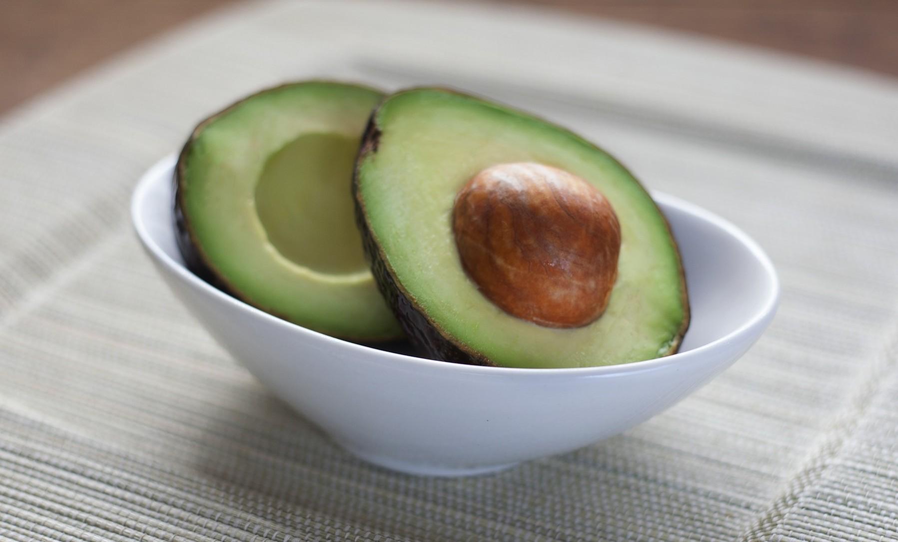 Odla avokado från kärna