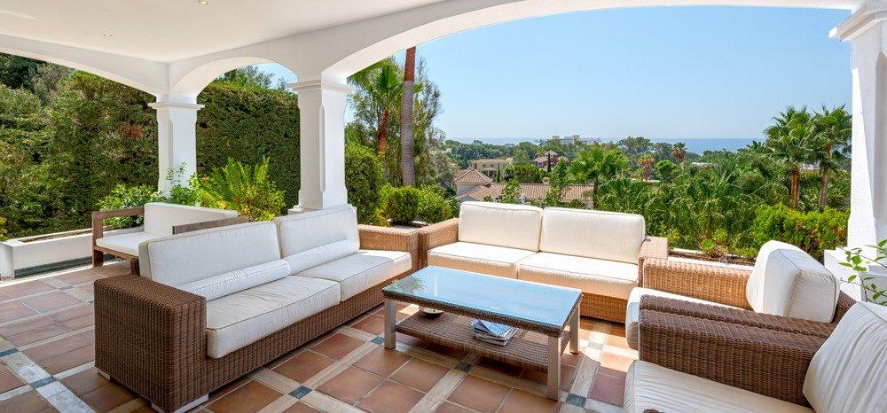 Large quality villa with sea views in El Rosario