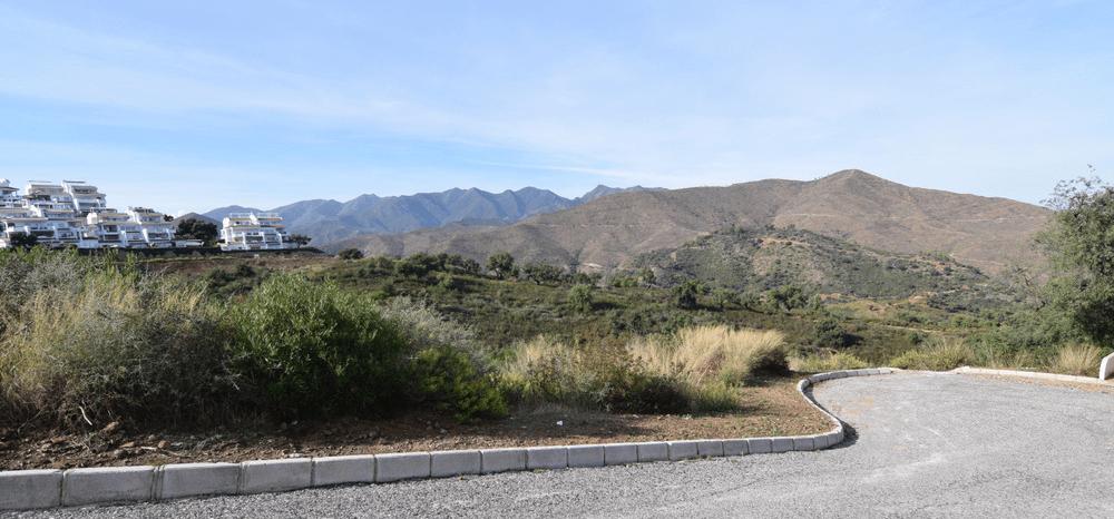 Large plot in La Mairena