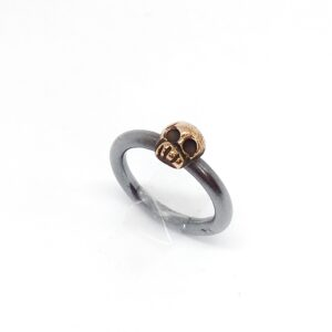 Pirate life – Oxidized ring with bronze skull
