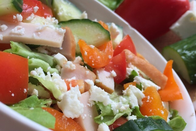 Smaakvolle Salade met Gerookte Kip en Feta