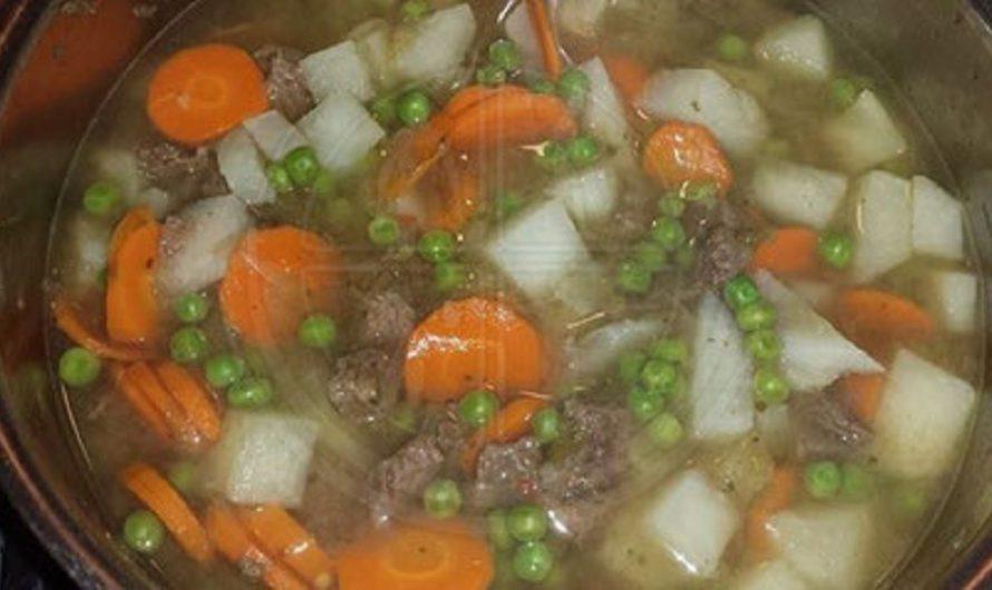 Gemüsesuppe-mit-Rindfleisch
