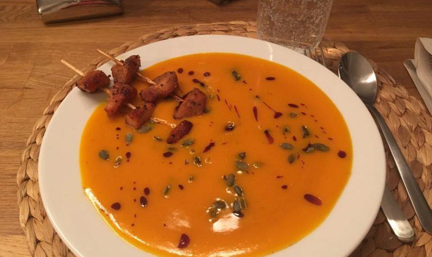 Kürbissuppe-mit-Hähnchenspieße