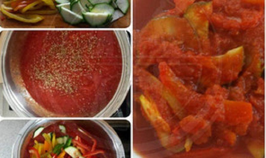 Paprika-Zucchini in Tomatensosse