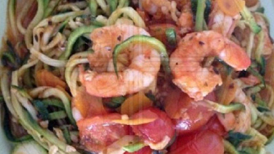 Zucchini-Nudeln-mit-Knoblauch-Scampi