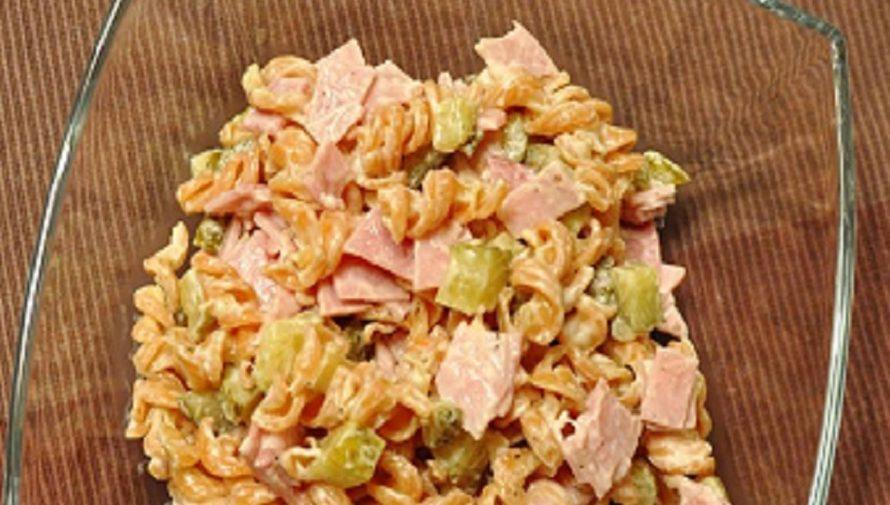 Nudelsalat-mit-Mayonaise