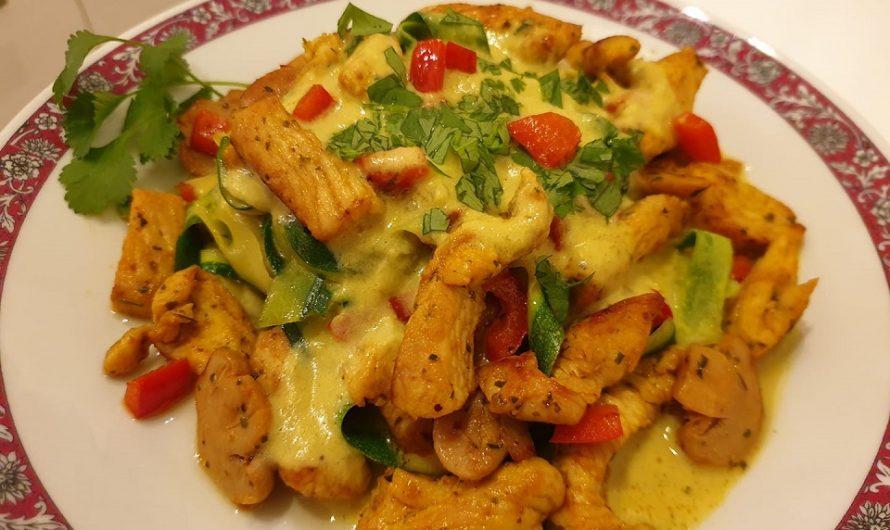 Zucchini-Tagliatelle mit Hähnchenfleisch