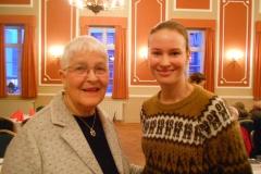 Konst. formand Aase Abild byder Anne Kristine Prühs velkommen