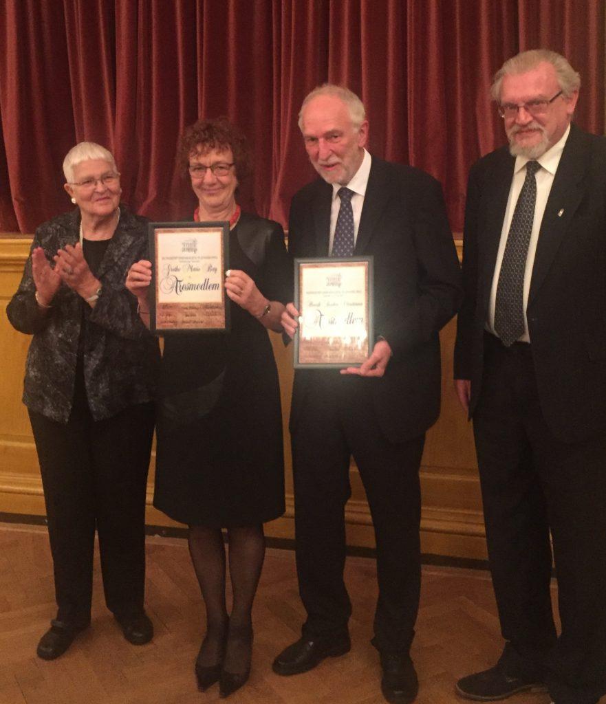 Tidligere generalkonsul Henrik Becker-Christensen og hustru Grethe Marie Bay udnævnes til æresmedlemmer af Borgerforeningen Flensborg