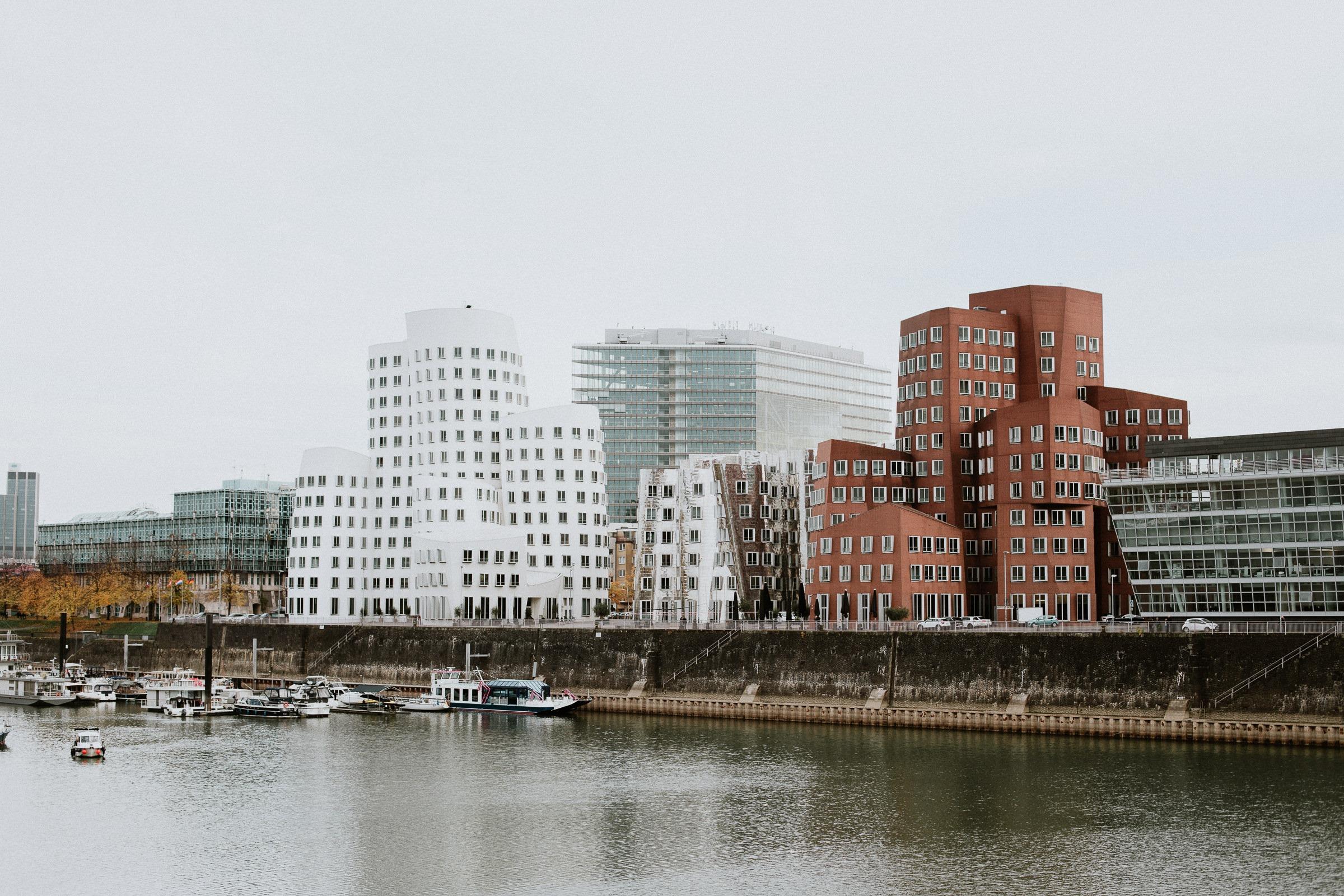Dusseldorf - Medien hafen - Boussole magique