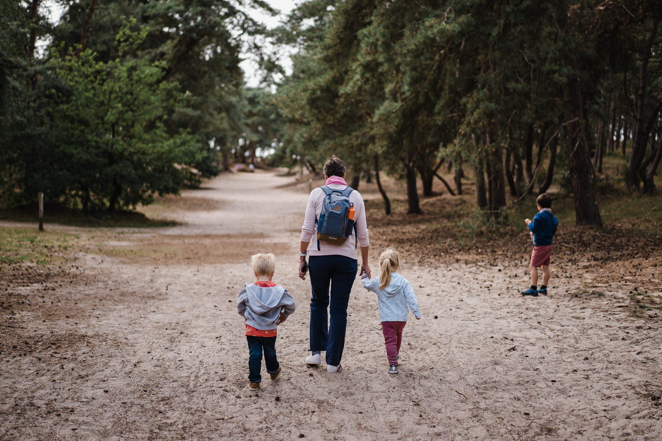 Promenade en famille au Sahara Belge