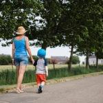 Promenade en famille à Boignée Balâtre dans la campagne de Sombreffe Province Namur Belgique
