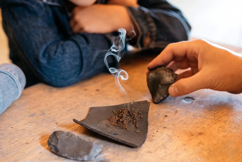 Prehistomuseum - ateliers faire du feu