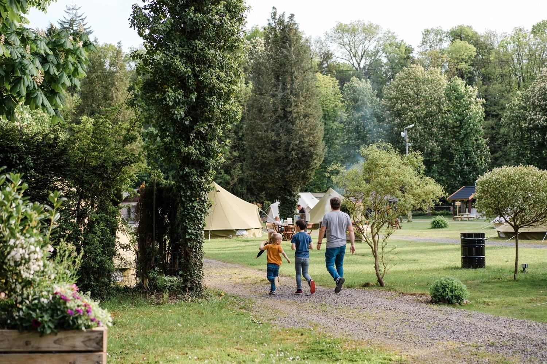Glamping Cocoon village Grottes de Han camping belgique famille séjour parc animalier