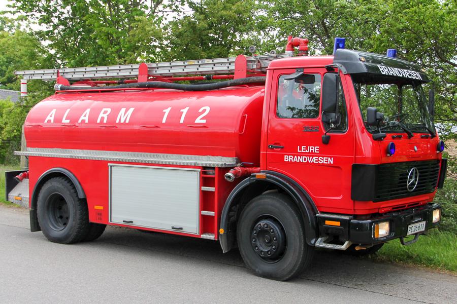 Tankvogn på Mercedes-Benz 1622 med 11 m redningsstige på ryggen. Foto: Henning Svensson