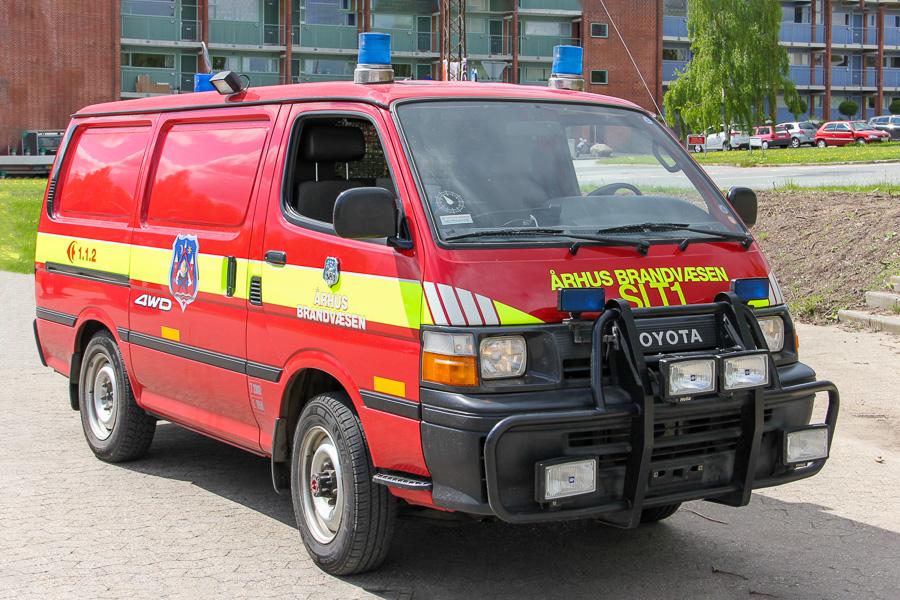 Aarhus Brandvæsens eneste slangetender, Lystrups Toyota Hiace, årgang 1993. Foto: Henning Svensson