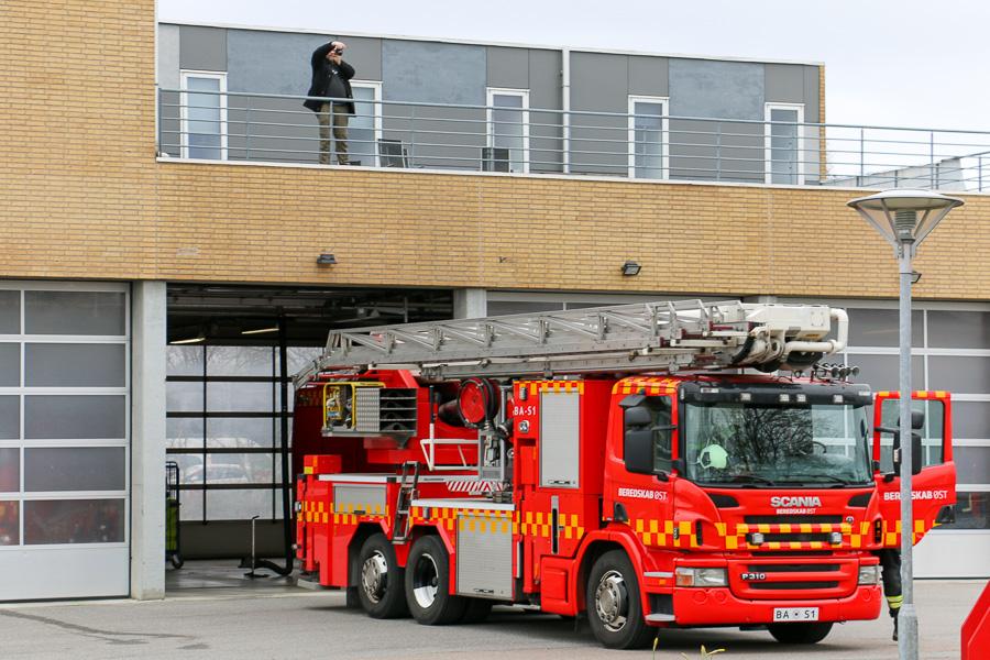 Hvis man bygger modelbiler, skal man blandt andet bruge fotos oppefra. Foto: Henning Svensson