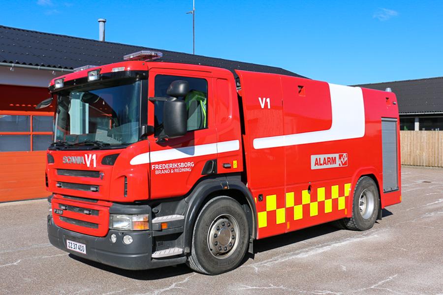 """Tankvogn med """"Starsky and Hutch"""" design i Jægerspris. Foto: Henning Svensson"""